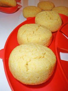 И снова выпечка без глютена. Мягкое и рассыпчатое печенье нежно-желтого цвета. Делается просто - съедается быстро. Повторюсь, без пшеничной муки!!! =) Ингредиенты: 150 гр. рисовой муки 50 гр. кукурузной муки 2/3 ч.л. соды 2 ст.л. сахара 80 гр. мягкого слив. масла 1-2 яйца Оба вида муки, соду,…