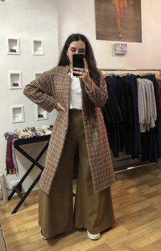 The perfect winter pant, easy breezy wide leg style. Mix blend of Wool and Spandex, lined, size 12 - get in quick! Palazzo Pants, Bespoke, Looks Great, Wide Leg, Duster Coat, Kimono Top, Size 12, Sunday, Legs