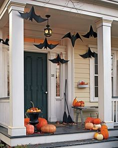 Halloween decorations - fun front door and porchdecoration with bats, pumpkins and witches brooms | Style Estate