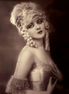 Marion Benda, Ziegfeld Follies girl