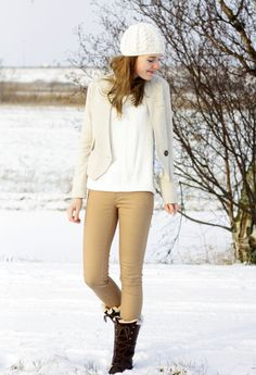 Shades of white, off-white, and nude, with brown boots All White, All Black, Shades Of White, White Outfits, Winter White, Brown Boots, Fashion Outfits, Fashion Trends, Style Inspiration