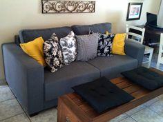 sofa cinza com almofadas amarelas - Pesquisa Google