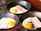 朝食でCOCOpanで目玉焼きとハム 直火バーベキューです!