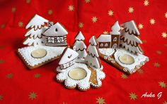 Torty vianočné Christmas Candles, Christmas Treats, Christmas Cookies, Christmas Ornaments, Baking Soda Clay, Gingerbread Village, Fancy Cookies, Royal Icing, Clay Crafts