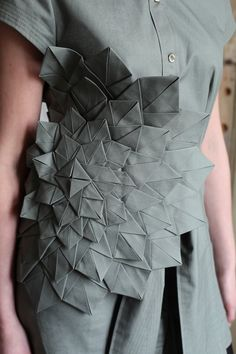 Inspiration Mode Origami Kleid Frau Mode Trend 2017 futuristisch fashion how to make Look Fashion, Fashion Details, Fashion Art, Fashion Trends, Fashion Ideas, Woman Fashion, Paper Fashion, Fashion Design Inspiration, Inspiration Mode