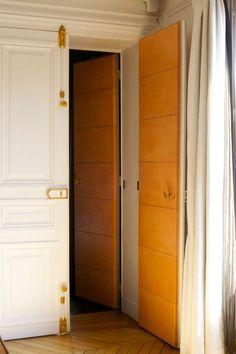 Leather door in Paris/Robert Mercier