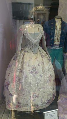 Manteletas Victorian Clothing Women, Historical Clothing, Old West, Vintage Dresses, Vintage Outfits, Floral Dresses, Fantasy Dress, Folk Costume, Queen