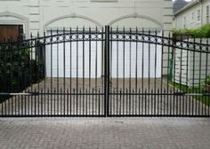 Looking for a driveway gate in the Heights check out this one done by Houston's best driveway gates company Sentry Houston Garage Door & Gate.