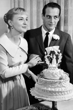 Paul Newman and Joanne Woodward on the wedding day, January They married at the El Rancho Casino in Las Vegas. Looks like the cake topper my parents had. Star Hollywood, Old Hollywood Wedding, Joanne Woodward, Celebrity Wedding Photos, Celebrity Weddings, Celebrity Pictures, Celebrity Style, Paul Newman, Elizabeth Taylor
