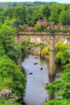 Vista del viaducto ferroviario sobre el río Nidd, Knaresborogh, North Yorkshire, Inglaterra. Reino Unido sin