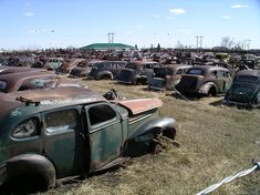 Whoa& is the mother lode for car collectors Source Old Vintage Cars, Old Cars, Antique Cars, Vintage Auto, Abandoned Cars, Abandoned Places, Abandoned Vehicles, Abandoned Buildings, Classic Motors