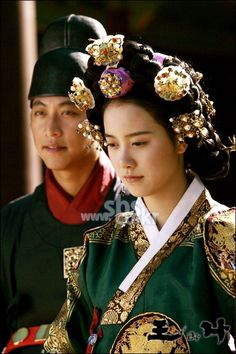 The King and I(Hangul:왕과 나;hanja:王과 나;RR:Wanggwa Na) is a South Korean historical drama series that aired onSBS. StarringOh Man-seok,Ku Hye-sunandGo Joo-won.  윤소화 구혜선