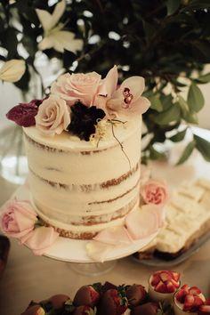 simple white wedding cake with blush flower topper – – Beautiful Wedding Cake Designs Wedding Cake Fresh Flowers, Love Birds Wedding, Fresh Flower Cake, Floral Wedding Cakes, Wedding Cake Rustic, White Wedding Cakes, Elegant Wedding Cakes, Elegant Cakes, Wedding Cake Designs