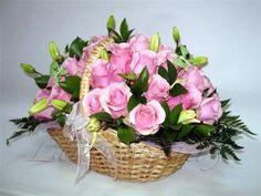 pink and pretty basket Rose Basket, Make Arrangements, Flower Centerpieces, Floral Wreath, Wreaths, Pretty, Pink, Bouquets, Home Decor