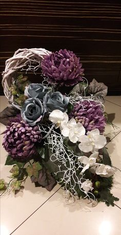 Nadire Atas on Luxury Florals Arrangements Funéraires, Funeral Flower Arrangements, Artificial Flower Arrangements, Artificial Flowers, Grave Flowers, Cemetery Flowers, Funeral Flowers, Grave Decorations, Flower Decorations