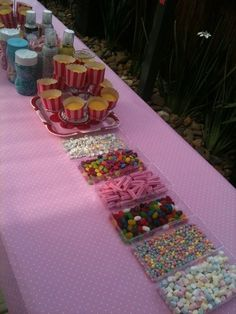 Cupcake Bar....Great Idea for Girls Bday Party birthday-party-ideas Cupcake Decorating Party, Cupcake Party, Cup Decorating, Party Gifts, I Party, Pizza Party, Birthday Fun, Birthday Parties, Birthday Ideas