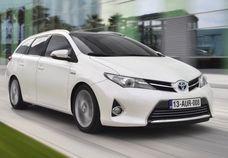 http://www.vezess.hu/hasznalt_auto/van_olyan_hogy_egy_corolla/48070/ Használtutó Toyota Corolla - Az első autó minden ember életében emlékezetes pillanat. Tisztában vagyunk saját ízlésünkkel, és próbálunk ehhez legközelebb állót találni. Elsőként csak keresgélünk, felmérjük a terepet, különböző újságokat vásárolunk vagy a neten böngészünk. Kis idő elteltével azon kapjuk magunkat, hogy az utcán is a kiszemelt modelleket vizslatjuk.