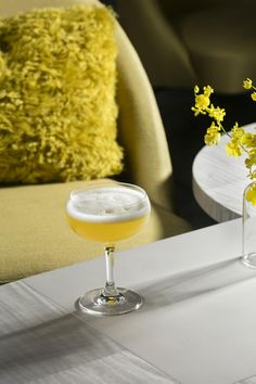 Yellow, Food, Table, Drink, Glass, Flower, Champagne stemware, Tableware, Gin Drink Recipes, Gin Cocktail Recipes, Gin Based Cocktails, Easy Cocktails, Classic Gin Drinks, Gin Bottles, Tableware, Champagne, Gray