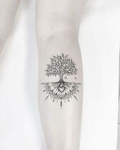 Baum des Lebens - My list of the most creative tattoo models Foot Tattoos, Arm Tattoo, Small Tattoos, Sleeve Tattoos, Compass Tattoo, Mandala Tattoo, Tatoos, Tattoo Life, Trendy Tattoos