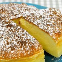 Von diesem Kuchen spricht gerade die ganze Welt: Ein Käsekuchen aus nur drei Zutaten! Und der soll schmecken? Wir haben den Test gemacht...