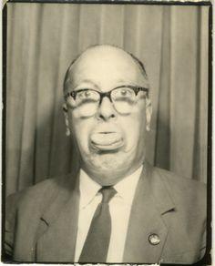 Im Brillen Fundus der Augenweide Optik befinden sich aktuell über 2500 Modelle aller Marken und Couleur! Hier finden Sie Brillen aller Stilrichtungen der 40er, 50er, 60er, 70er, 80er, 90er Jahre. Typische Brillenfassungen von Kneifer und Lognette über Cateye Brillen der 60er bis zur hochmodischen Designer Brille.