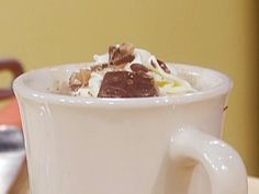 Toffee Hot Chocolate recipe from Rachael Ray via Food Network Hot Chocolate Bars, Hot Chocolate Recipes, Chocolate Heaven, Chocolate Chips, Homemade Hot Coco, Nashville Food, Rachel Ray Recipes, Culinary Classes, Butter Toffee