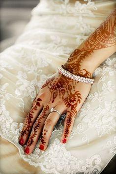 Dark Indian bridal mehendi on hands - Photo by Max Flatow Photography via Boho Weddings