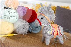 """Haken: Kleurrijke Ezel """"Pedro"""" uit het magazine Simply Haken / Simply crochet. Uitleg en ervaring met het haakpatroon."""