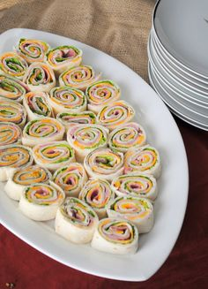 food ideas: turkey & cheese and ham & cheese wraps (for adults) maybe as finger sandwiches Brunch Recipes, Appetizer Recipes, Ham And Cheese Pinwheels, Boite A Lunch, Good Food, Yummy Food, Food Platters, Catering Platters, Halloween Food For Party