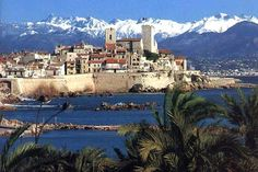The old town and the Alpes Maritimes mountains white of snow ! Provence France, Antibes France, Places To Travel, Places To Go, Belle France, Juan Les Pins, Monaco, Paradise On Earth, French Alps
