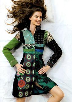 No ano passado, minha professora de costura me mostrou um catálogo cheio de roupas lindas, da Espanha, de uma marca chamada  DESIGUAL .  A ...
