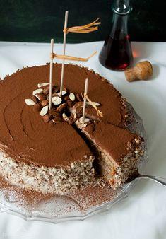 """Erst nach dem Backen habe ich festgestellt: """"Hey, die ist ja glutenfrei!"""" Das hat mich dann gefreut weil ich vorher noch nie einen glutenfreien Kuchen gebacken habe. Und er istsoooooooo gut! Safti..."""