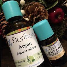 2016/11/21 21:11:38 charmant_fukuoka.japan もうすぐ12月☆クリスマスですね☆ charmantのイチオシの クリスマスプレゼントを ご紹介いたします‼︎‼︎‼ ︎それは、、、 アルガンオイル&ローズの美容液の セットです♡ ☆お肌に必要不可欠な保湿成分であるセラミドを作る成分のリノール酸を多く含んでいるアルガンオイルはアンチエイジングケアに効果的☆それに当店で最も人気があるローズヒップオイルとダマスクローズ精油の入ったrose&rose美容液は細胞の老化を防ぎ女性ホルモンのバランスを整えてくれる万能な美容液最強コンビです(*^^*) #argan oil #rose&rose #florihana #マルーン #水素水#pocket #アンチエイジング #マクロビ酵素 #美容鍼#美容#小顔 #アロマテラピー #東洋医学 #代替医療 #フロリハナ#精油 #ファスティング #福岡市#天神 #渡辺通 #ハーブティ #デトックス 梅の癒美容鍼灸×アロマテラピー charmant