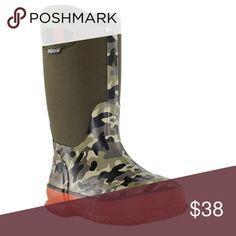 Bogs rain boots Toddler boy size 8 Bogs rain boots Toddler boy size 8. Lightly used! Like new! Bogs Shoes Rain & Snow Boots