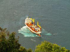 PORTO DA CALHETA: Navio Corvo no Porto de Velas