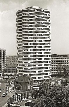 1 Croydon (formerly the NLA Tower) in 1971 Architect: Richard Seifert & Partners known locally as the wedding cake London Architecture, Modern Architecture, Bauhaus, Brutalist Buildings, Brutalist Design, Croydon London, London Drawing, Local History, Family History