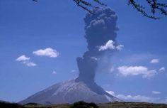Le Lengaï est le seul cratère au monde à cracher une lave blanche