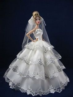 bride dolls Fashion Royalty Wedding Dress gown clothes+veil glove for Silkstone Barbie Barbie Bridal, Barbie Wedding Dress, Wedding Doll, Barbie Gowns, Barbie Dress, Wedding Dresses, Diy Barbie Clothes, Barbie Clothes Patterns, Dress Patterns