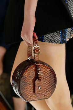 Louis Vuitton  Spring Summer 2018. Bolsas 2018Cartera Louis VuittonBolsos  ChanelBolso De ViajeBolsas FemininasPrimavera Verano ... a84dd18b45e4
