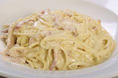 A nyári meleg napokon nem sok kedvünk van órákat eltölteni a konyhában egy étel elkészítésével, ezért ma egy nagyon könnyen és gyorsan elkészíthető étel receptjét hoztuk el nektek. Hozzávalók: 500 g spagetti, 150 g sonka, 3 kanál olaj, 3 gerezd fokhagyma, 200 g tejföl, egy bögre húsleves alaplé, 200 g sajt, só, őrölt bors, csipetnyi …