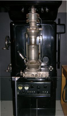 1931 Ernst Ruska and Max Knoll built the first TEM