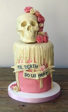 The skull of this awesome wedding cake by Tattooed Bakers is also a pinata… Creative Wedding Cakes, Cool Wedding Cakes, Beautiful Wedding Cakes, Wedding Cake Designs, Creative Cakes, Beautiful Cakes, Amazing Cakes, Skull Wedding Cakes, Steampunk Wedding Cake