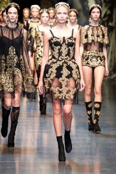 Dolce & Gabbana A/W 2012 Milan Fashion Week .black and gold Haute Couture Style, Couture Mode, Couture Fashion, Runway Fashion, Milan Fashion, Beauty And Fashion, High Fashion, Fashion Show, Fashion Women