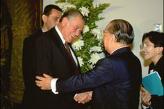 Meeting President Patricio Aylwin Azocar of Chile for the second time (Santiago, February 1993) Image 4 of 10 Bio: Photo Album | Daisaku Ikeda Website