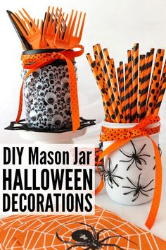 If you're looking for the perfect (and easy!) DIY Halloween decorations to make your home look spooktacular while still maintaining a classy sense of style, these mason jar Halloween decorations are for you. They offer a cheap and elegant way to dress up Bonbon Halloween, Soirée Halloween, Halloween Mason Jars, Easy Halloween Crafts, Halloween Food For Party, Mason Jar Diy, Halloween Recipe, Halloween Designs, Halloween Carnival