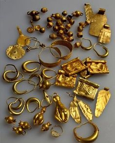 Various ancient pieces of jewelry from the Israel Museum, ca 14th century BCE.  10-7-14