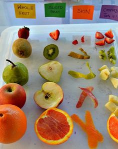 Fruits sensory experience - sight, taste, smell, touch for Nutrition unit. 5 Senses Activities, Sensory Activities, Activities For Kids, Fruit And Veg, Fruits And Veggies, Fresh Fruit, Vegetables, Formation Montessori, Sensory Bins