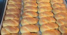 Υλικά Ένα νεροπότηρο χυμό πορτοκάλι Ένα νεροπότηρο ηλιέλαιο Ένα νεροπότηρο ζάχαρη Ένα μπέικιν Μια βανίλια Το ξύσμα απ... Greek Desserts, Greek Recipes, Cooking Cake, Pastry Cake, Hot Dog Buns, Hamburger, Bread, Cookies, Food