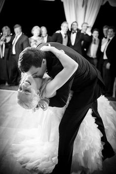 Must - Have Wedding Photo ~ The Dip ~ we ♥ this! moncheribridals.com