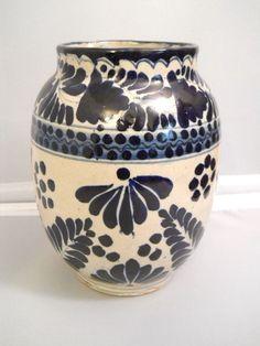 Signed Talavera Mexican Blue Ivory Pottery Vase Tiaxcala Crown Symbol Carona
